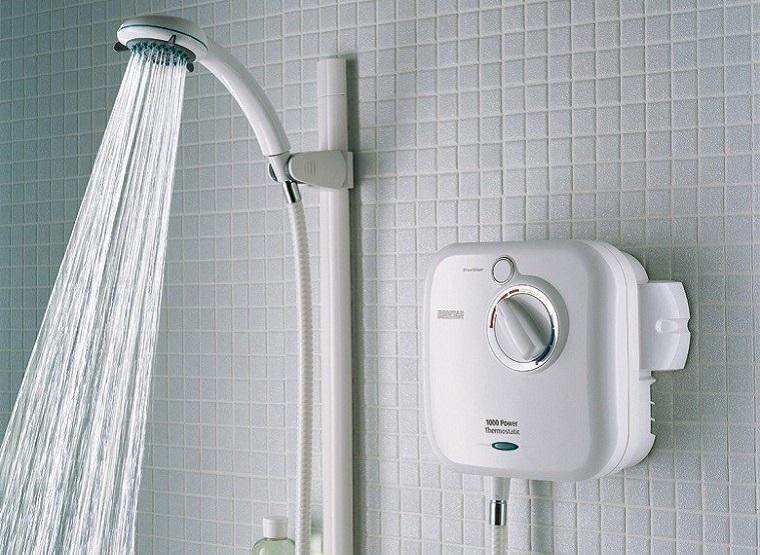 Nên mua máy tắm nước nóng hay máy nước nóng năng lượng mặt trời? Xài loại nào tiện hơn?